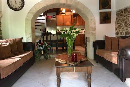 Traditional house in Cheliana