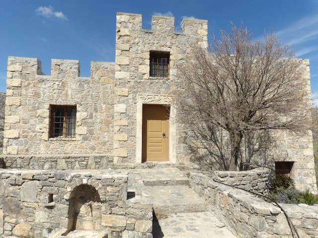 Traditional stone made cretan house - GR - Huis