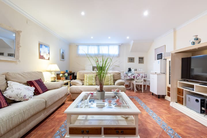 """Charming Apartment """"Villa Jacaranda"""" Close to the Beach with Wi-Fi; Street Parking Available"""