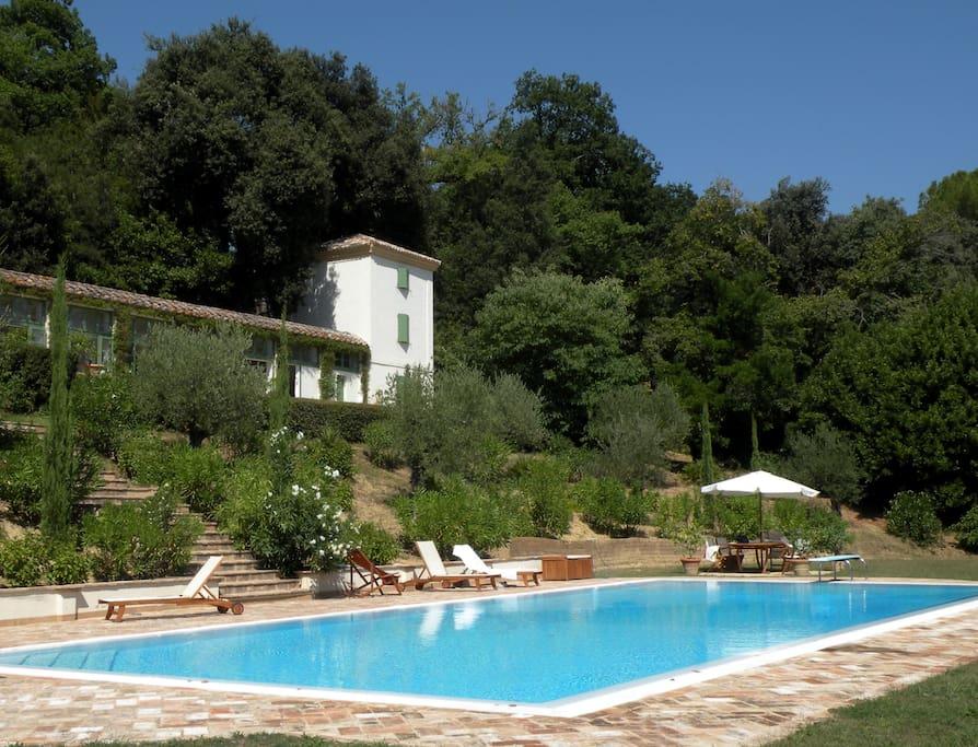 La torretta della piscina case in affitto a osimo for Bagno della piscina