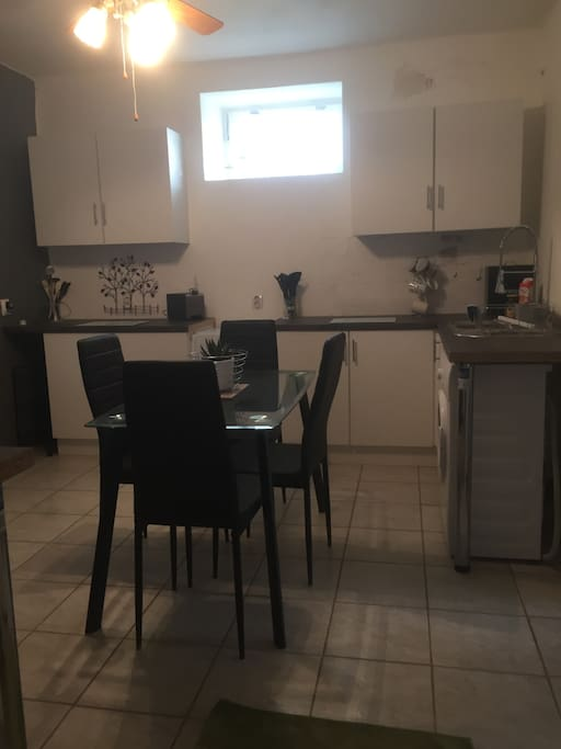 Fully fitted brand new kitchen with all new appliances.