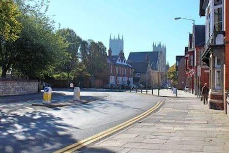 Family home next to historic 'Bailgate' area - Lincoln