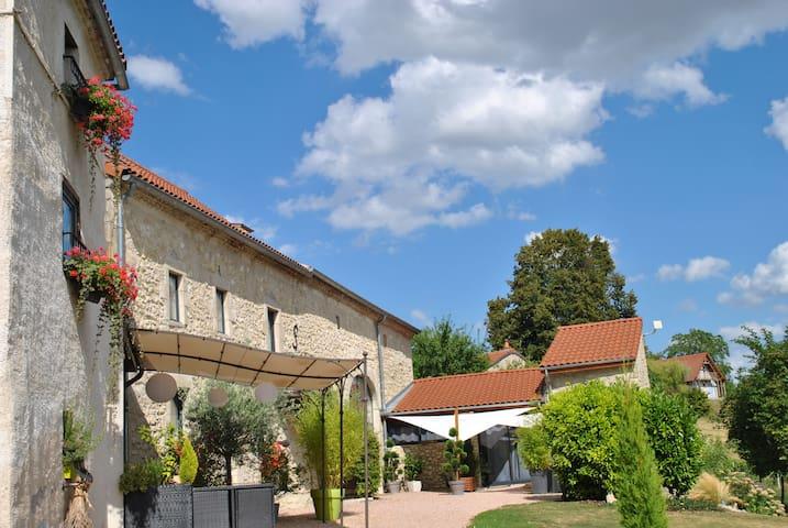 Chambre d'hôte Auvergnat'Home, Pigeonnier, cuisine