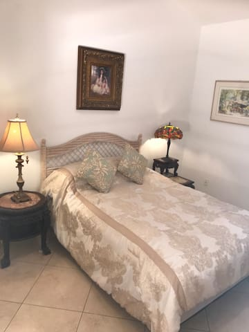 Parkland Queen Size Bed  Share Bath