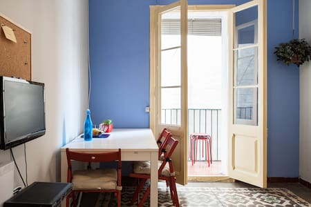 Nice room in the city center close to the beach - Apartment