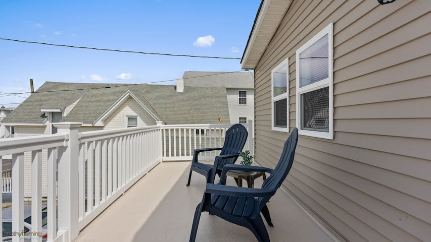 Renovated beach home. Come work from the beach!
