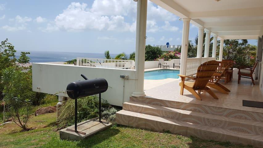 Villa Sans Souci: Luxurious, heated pool, AC, cook
