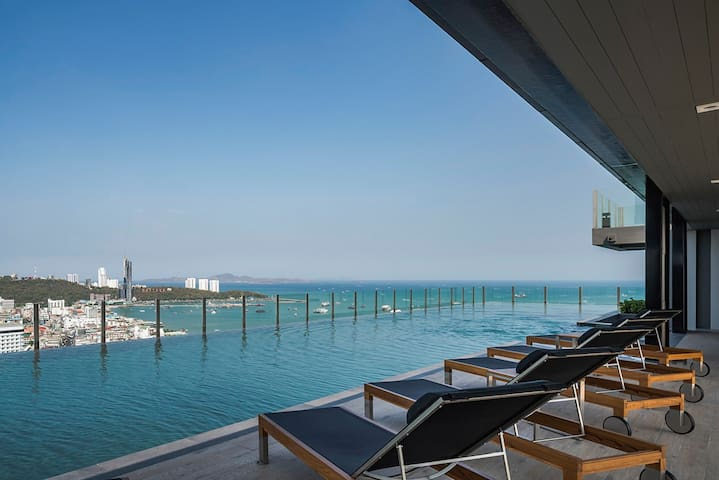 【BASE】High rise sea view room, center of Pattaya!
