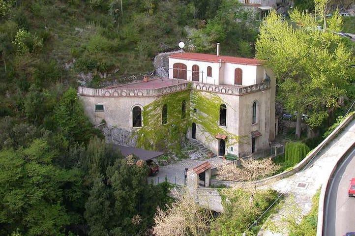 Lazzarella Room in Old Mill - Amalfi Coast-Ravello - Ravello - Bed & Breakfast