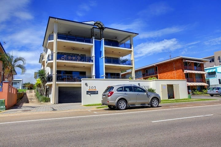 Strand Townsville- Penthouse Lighthouse Apartments