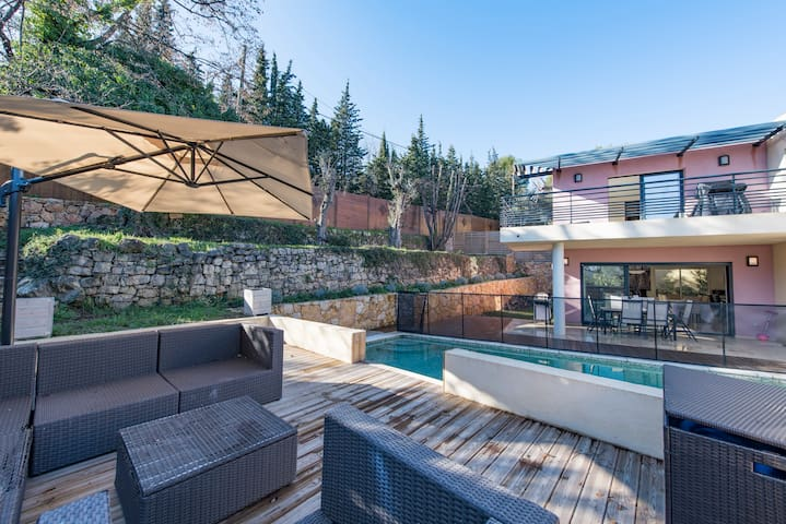 New contemporary villa with pool in valbonne - Valbonne - House
