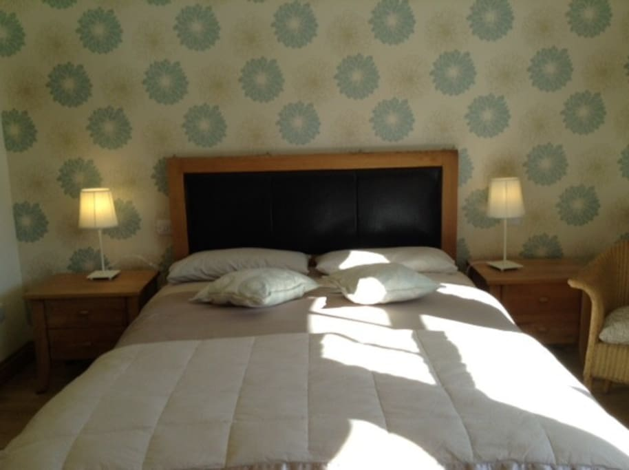 Large Double Ensuite  available as a single room at price shown