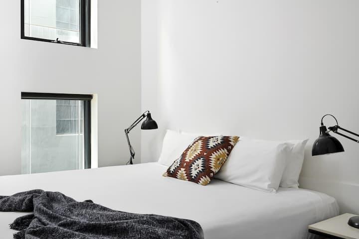 CBD Paris End Two Bedroom Apartment