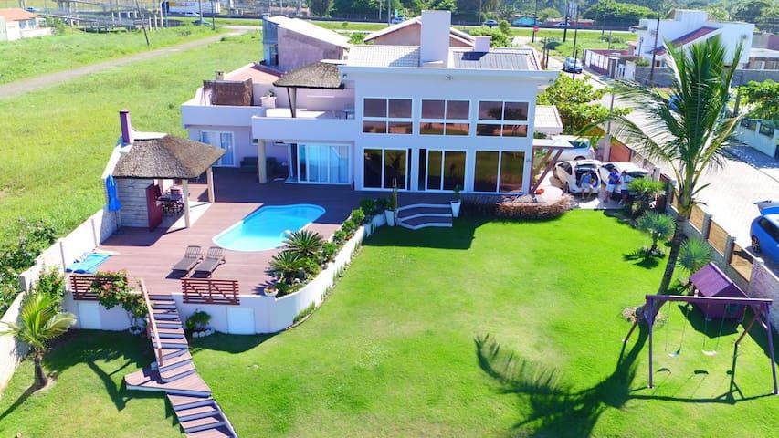 Casa de alto padrão frente ao mar - Barra Velha - House