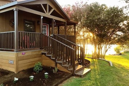 Lone Star Cabin at Lake Granbury *Pet Friendly*