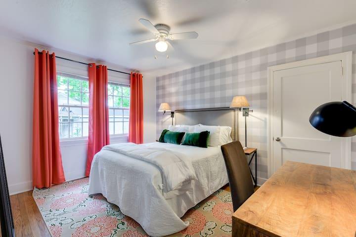 Bedroom #3 (Queen)