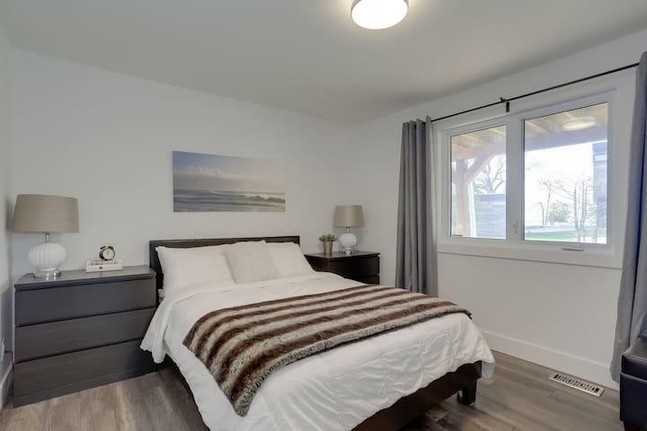 Main Floor Bedroom - Queen Bed. Bedroom 1