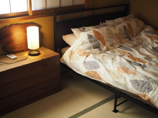 ダブルのベッド完備