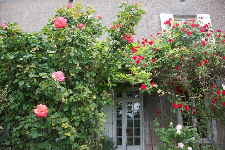 Chambre.Maison avec jardin 300m2 - Galapian - Hus