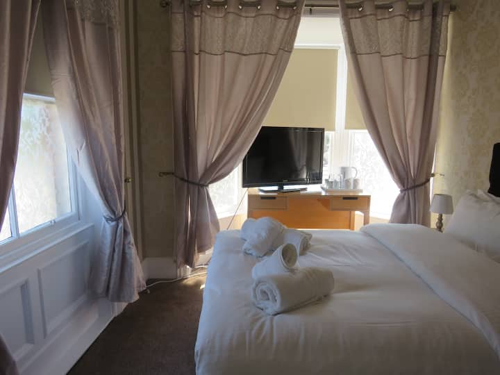 Double Room 4 @The Queens Arms Hotel