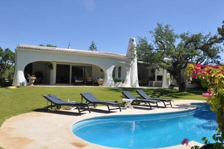 Charming Algarvian style villa - Almancil
