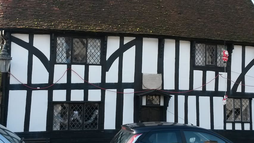 Quirky grade II listed tudor house c1630 - Harlow - Dům
