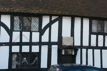 Quirky grade II listed tudor house c1630 - Harlow - Huis