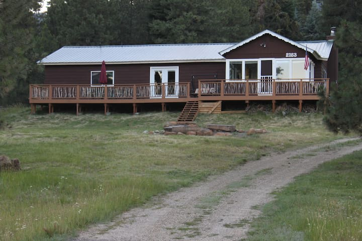 Lake View Donnelly Cabin - sleeps 10!
