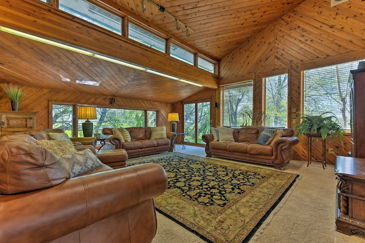 Spring Creek Retreat on 25 acres w/Mountain Views!