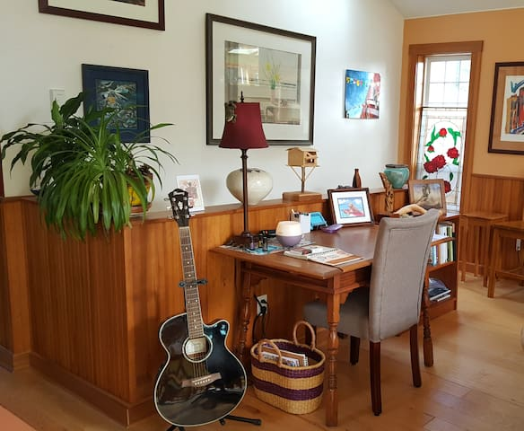 Guitar and art supplies for guests.