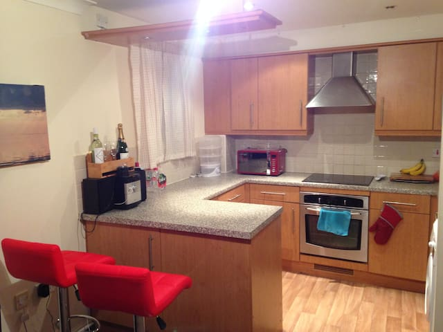 Double Room in Warm Flat Near Town - Northampton - Leilighet