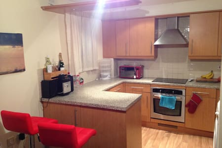 Double Room in Warm Flat Near Town - Northampton - Apartmen