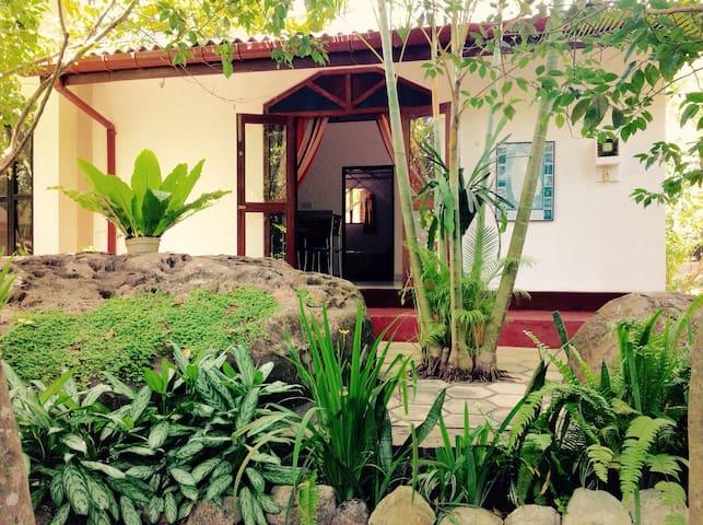 Dionis villa: Shakti Apartment - Unawatuna - 아파트