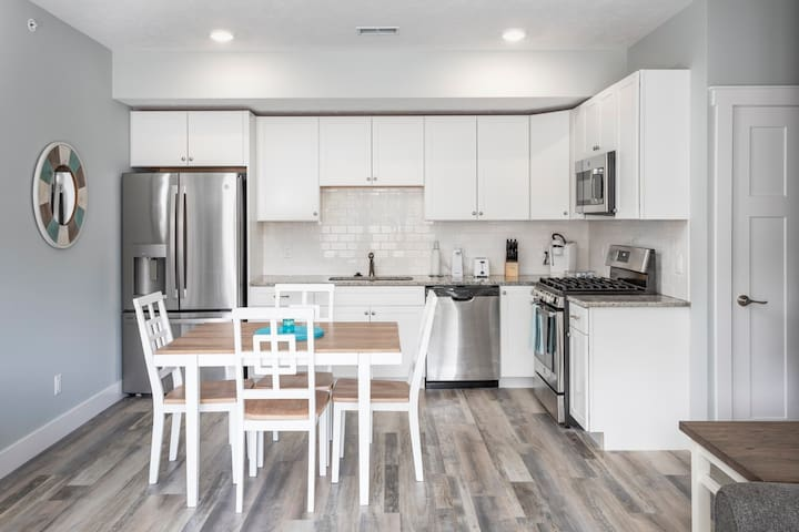 Winter Specials! Spring Break! Work Remotely at CitySide Unit 6| Close to Downtown| Dog Friendly|Shared Rooftop Patio| Complementary Bottle of Wine ★★★★★