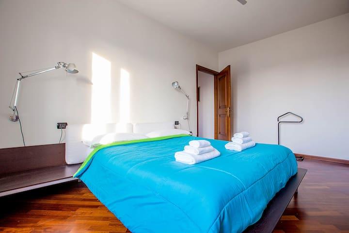 Cozy Flat w/ Terrace ☆ 3 min to M5 Portello/Fiera