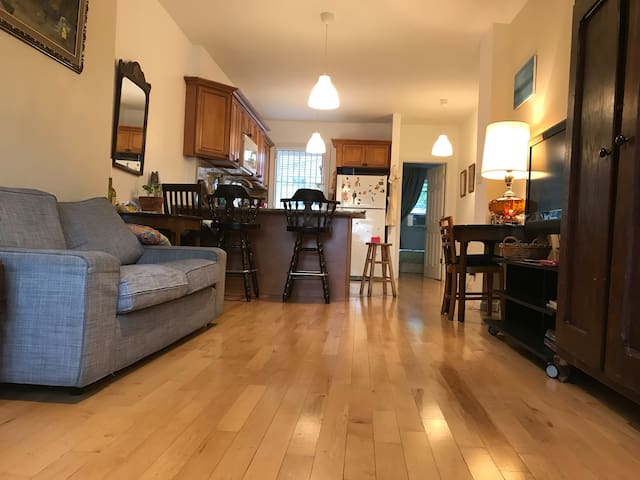 New! Warm Fresh 3BR Duplex 25m from WTC, for 6-10