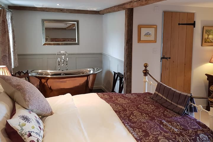 Keepers Cottage  - The Holt Suite