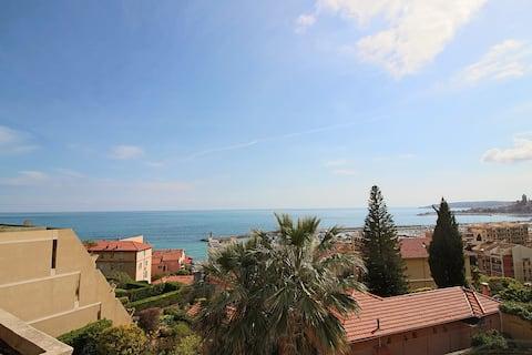 Vista para o mar 4 viajantes apartamento, estacionamento e piscina.