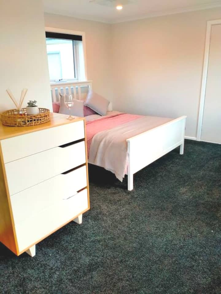 Cosy, clean, bright studio. Close to all you need!