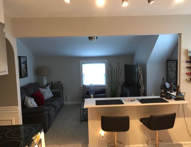 BEAUTIFUL FULLY FURNISHED 2ND FLOOR APT NEAR NYC!