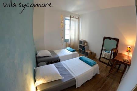 chambre privée dans charmante maison vigneronne.