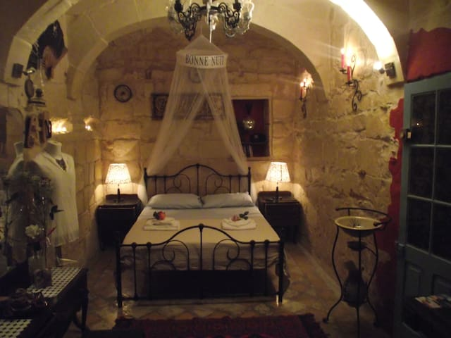 Zen Bedroom - Mosta - Hus