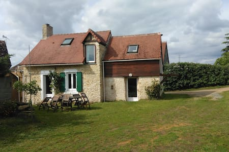 Maison de campagne plein de charme - Nuillé-le-Jalais - Hus