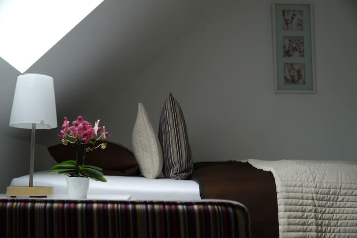 Zimmer in Frankfurt mit Frühstück - Frankfurt - Hus