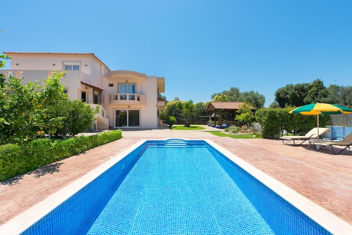 Luxury villa Rea private pool,4 bdr,10pers