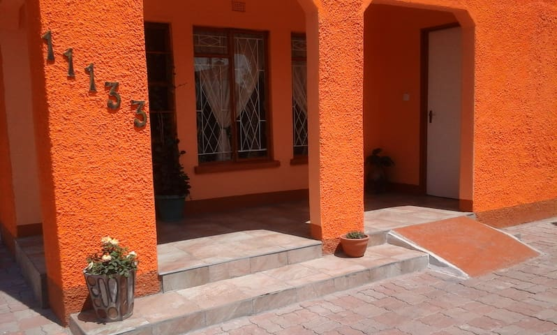 Wells Home - Guest Lodge - Francistown - Apartamento
