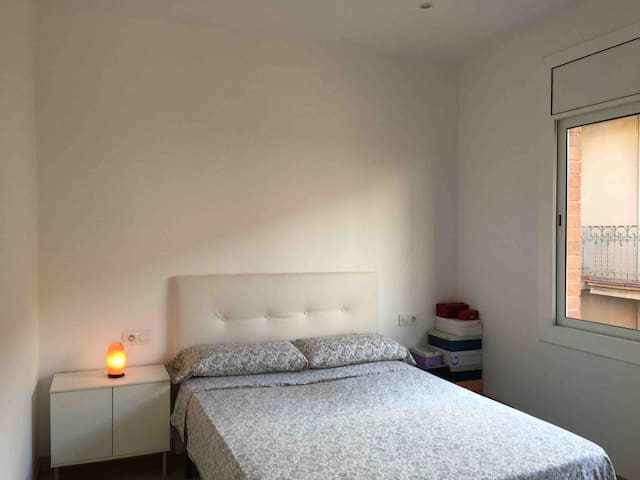 Room in Gracia. 5 minutes from Guell Park.