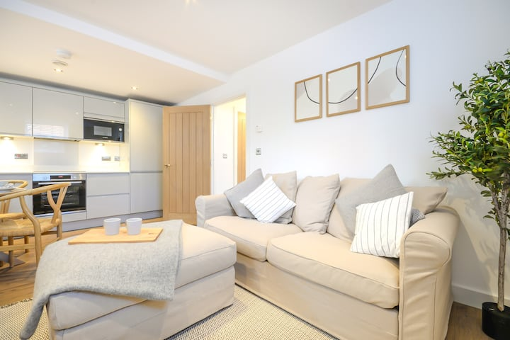 Stunning Apartment with Parking in Chester Centre