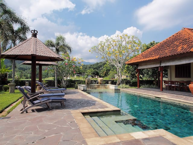 Bale Solah is a luxurious villa - Sandik , Dusun Tattoo - Villa