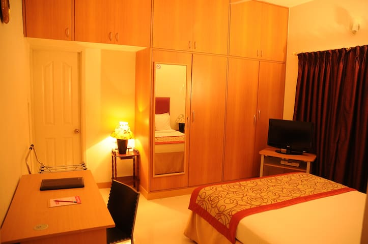 Luxurious Stay in Mylapore Queen Bedroom 2 of 6